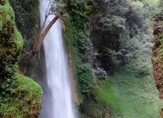 The mind blowing beauty of Tiger Fall in the valleys of Uttarakhand