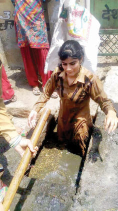 GIFT OF CLEANLINESS Karnal got 2nd & Delhi got 4th